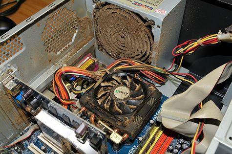 Ein stark verstaubter PC - So sollte es keinenfalls aussehen.